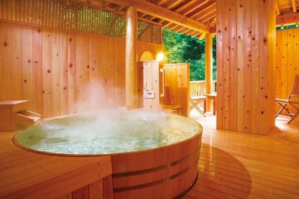 伊勢の「千の杜」ではヒノキの香りが漂う露天風呂が貸し切りできる!