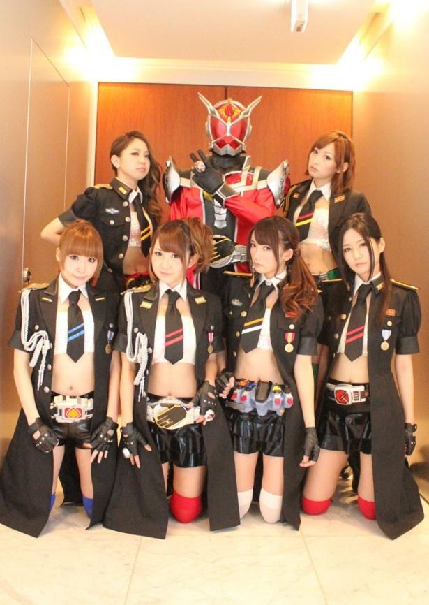 【写真】仮面ライダーGIRLSの各メンバーの腰に注目! 全員が自分の担当ライダーのベルトを着用している!!