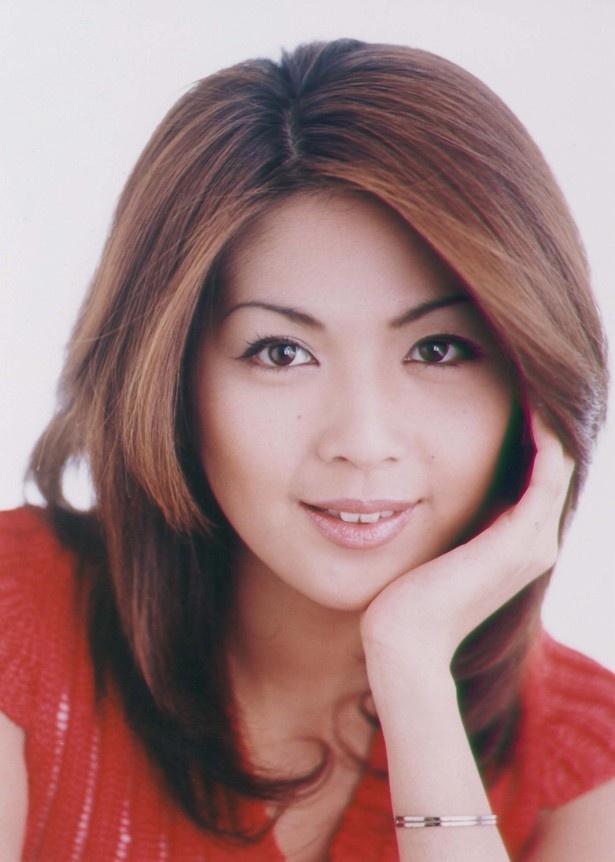 飯島直子演じる長谷川志麻は、スポーツジムのインストラクター。見るからに肉感的でフェロモンをまき散らす