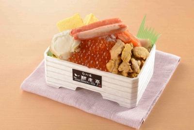 ウニ、いくらなど豪勢な海の幸が堪能できるご馳走亭の海鮮丼