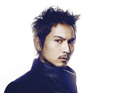 「ここにいるよ feat.青山テルマ」がデジタルダウンロード数で200万を超えのSoulJa