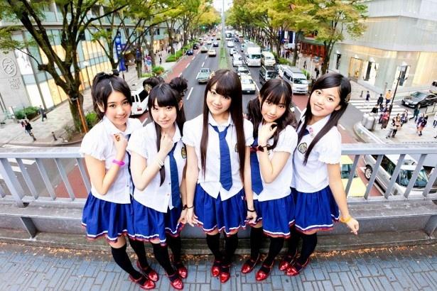 活動拠点の東北地方で絶大な人気を誇る、仙台ご当地アイドル「Dorothy Little Happy」のRUUNAさん、KANAさん、MARIさん、MIMORIさん、KOUMIさん。