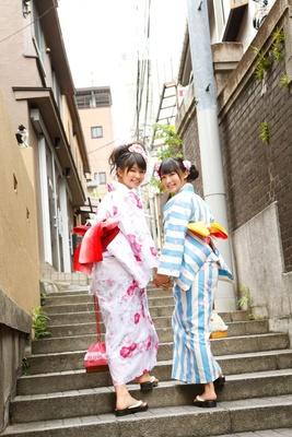 「LinQ」の1期メンバー・天野なつさん(左)、2期メンバー・瑞稀もえさん(右)。「リンク」には、地域や国などを繋ぐ架け橋になれるようにとの願いも込められている