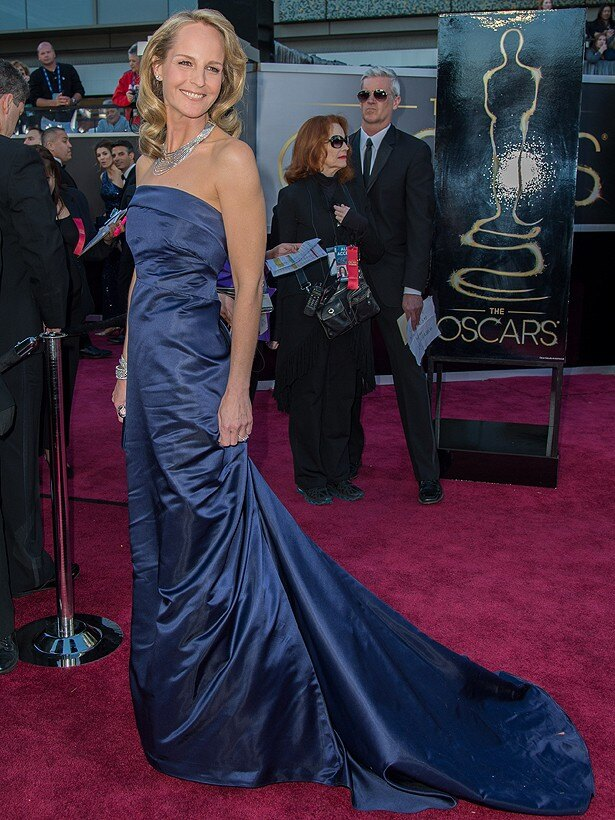 ヘレン・ハントが着用したH&Mのドレスは、安い繊維でシワが目立つと酷評された
