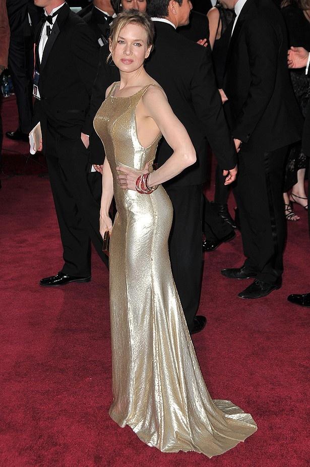 レニー・ゼルウィガーのキャロライナ・ヘレナのドレスは、ありきたりだと不評