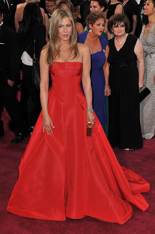 ジェニファー・アニストンのヴァレンチノのドレスも、普通過ぎて不評