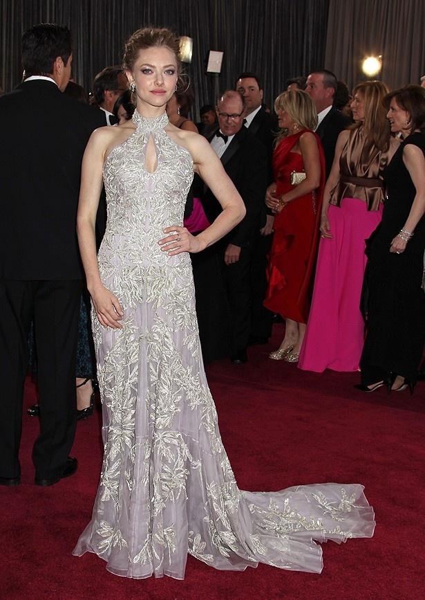 全般的に不評だったのはアレキサンダー・マックイーンのドレスを着用したアマンダ・サイフリッド