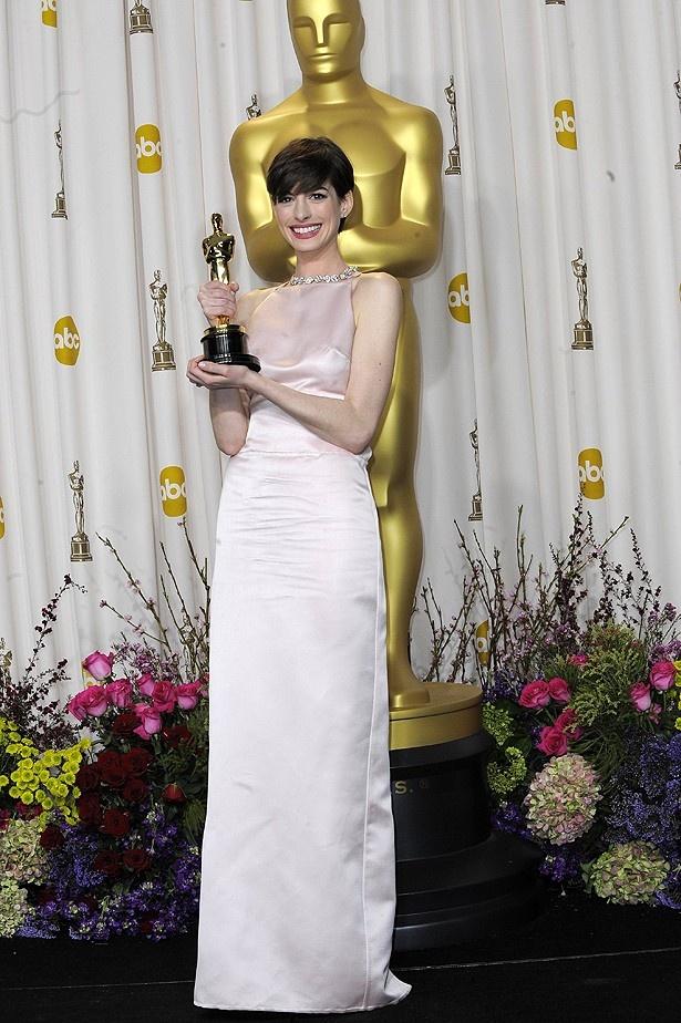 【写真を見る】アカデミー賞でのドレスの変更を謝罪したアン・ハサウェイ