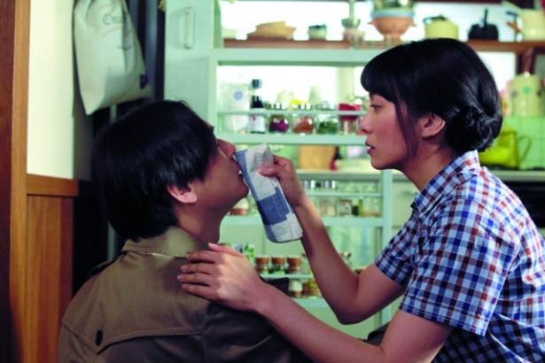 カフェの店員のすーちゃん(柴咲コウ)は、マネージャーに恋をする