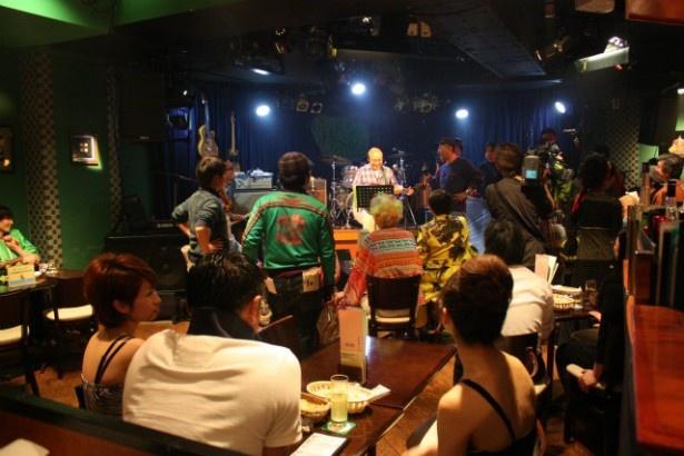 ライブシーンのロケは、六本木のライブハウスで行われた