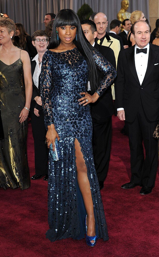 ジェニファー・ハドソンのロベルト・カバリのドレスは色は地味だが好評
