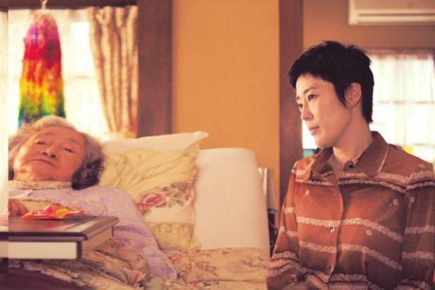 さわ子さんは、自宅で母親と共に祖母の介護もしている