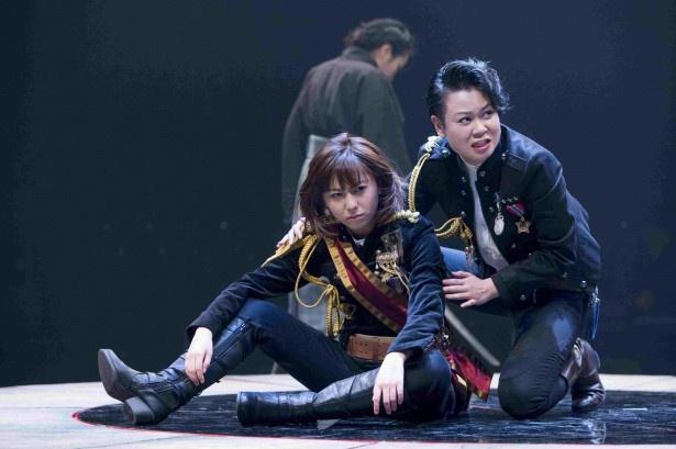 シェイクスピアの男芝居を女優のみで上演