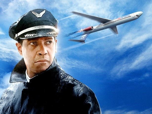 【写真を見る】ロバートゼメキス監督とデンゼル・ワシントンが初タッグを組んだ感動のドラマ『フライト』