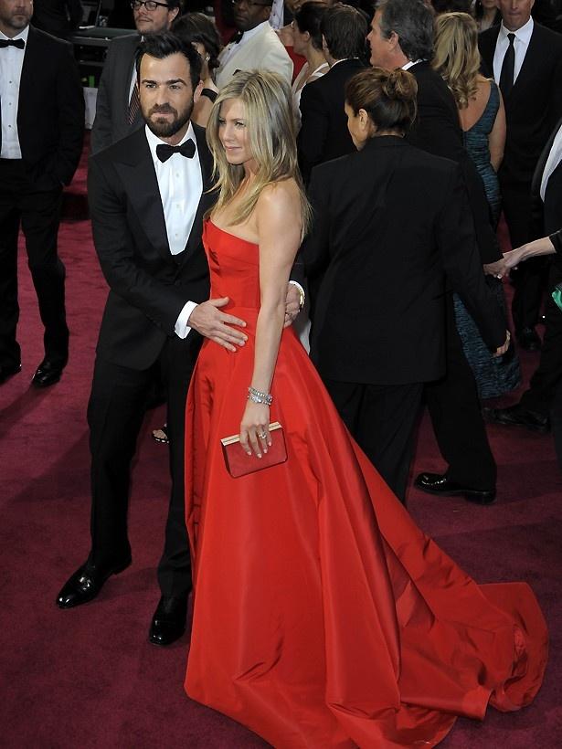 【写真を見る】アカデミー賞受賞式での写真から妊娠説も再燃しているジェニファー・アニストンとジャスティン・セロー