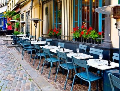オシャレなカフェでアフタヌーンティーを楽しむのもあり!