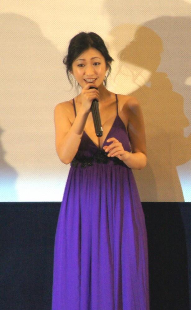 【写真】胸元が大きく開いたドレスで登場した壇蜜