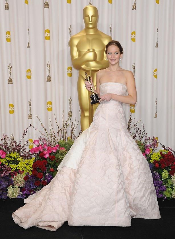 【写真を見る】アカデミー賞を受賞し、ディカプリオら大物俳優から熱視線を浴びているジェニファー・ローレンス
