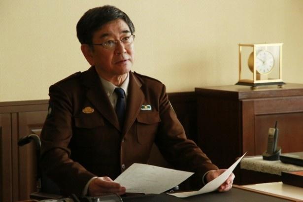 図書基地司令・仁科巌を演じる石坂浩二