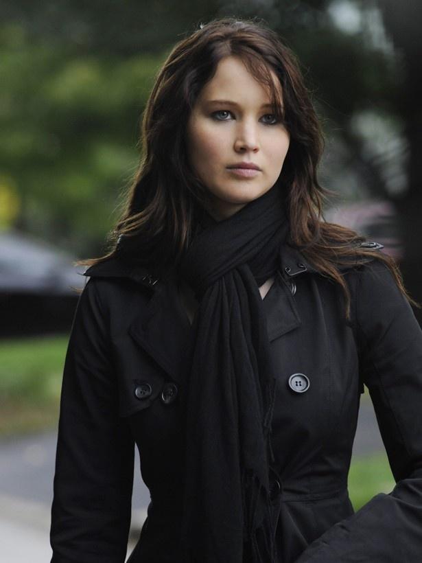 ティファニーの名が入った黒のダブルのコートは約43万5千円で落札された