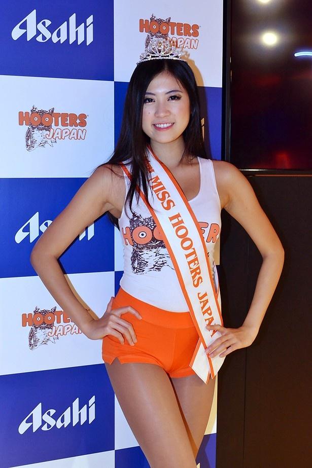 ミスフーターズジャパン2013に選ばれたMiyoさん。「HOOTERSの魅力を日本中に伝えていきたい」と語ってくれた