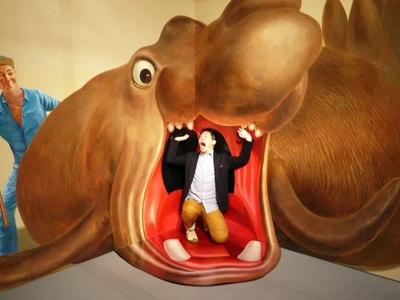 巨大な海獣に食べられちゃう!? 大人も子どもも楽しめるトリックアートが勢ぞろいだ!