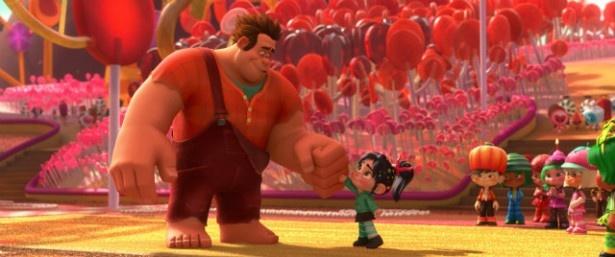 【写真を見る】大きなラルフと小さな少女ヴァネロペの2ショットに胸キュン