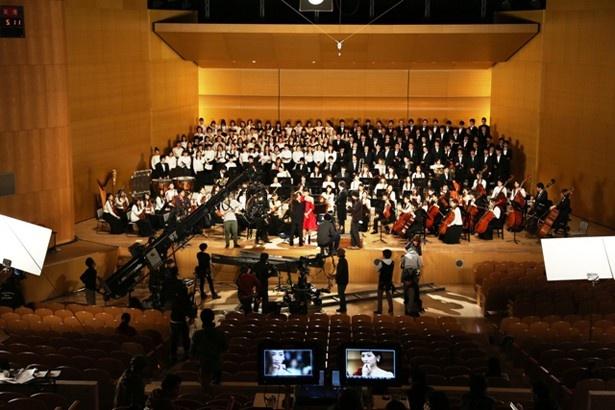 『運命』の替え歌『ジャイアントコーン交響曲』を一流のオーケストラが演奏