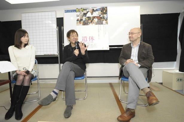 二人の対談の司会を務めたのは映画にも出演している女優・小橋めぐみ(写真左)