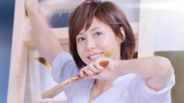 「サッポロ 北海道PREMIUM」の新テレビCMに出演する松嶋菜々子