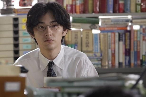 辞書編集部の中心を担うことになる馬締光也を演じる松田龍平