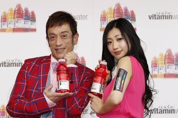 イベントに登場したクリス松村と壇蜜(写真左から)