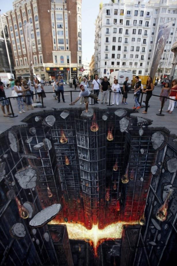 【写真を見る】スペイン・マドリッドで『ダークナイト ライジング』プロモーションの際、製作されたトリック・アート