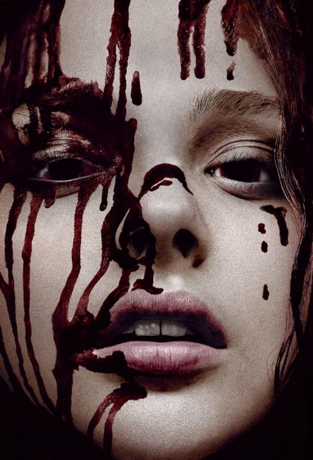 【写真を見る】美少女、クロエ・グレース・モレッツの血まみれ姿もインパクト大(『キャリー』)