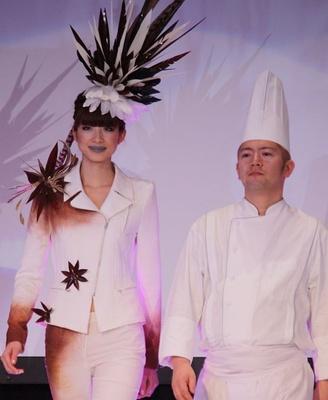 大橋圭さん監修。チョコの飾りと白とのコントラストに注目