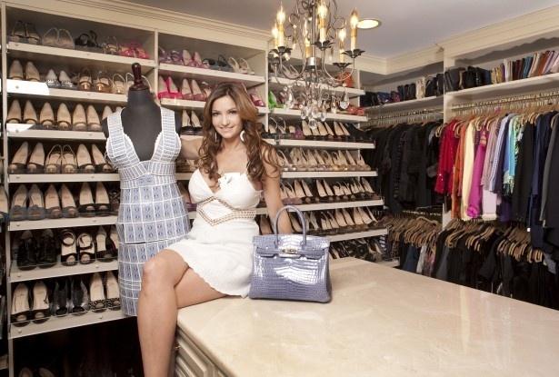 プロのポーカープレイヤーのベス・シャク。靴好きが高じて、2012年には自らのシューズブランドも立ち上げた