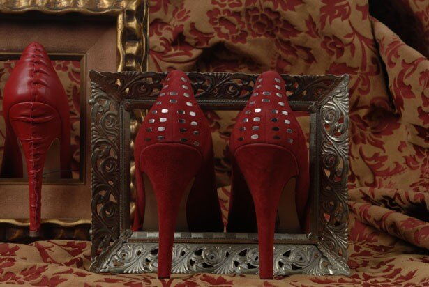 フランスのヴォーグ誌によると、読者の8割は靴中毒者で、小型車1年分の総額を靴につぎ込んでいるそうだ