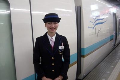 観光特急しまかぜの女性乗務員