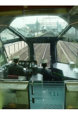 観光特急しまかぜの先頭車両では、運転席が見られる!