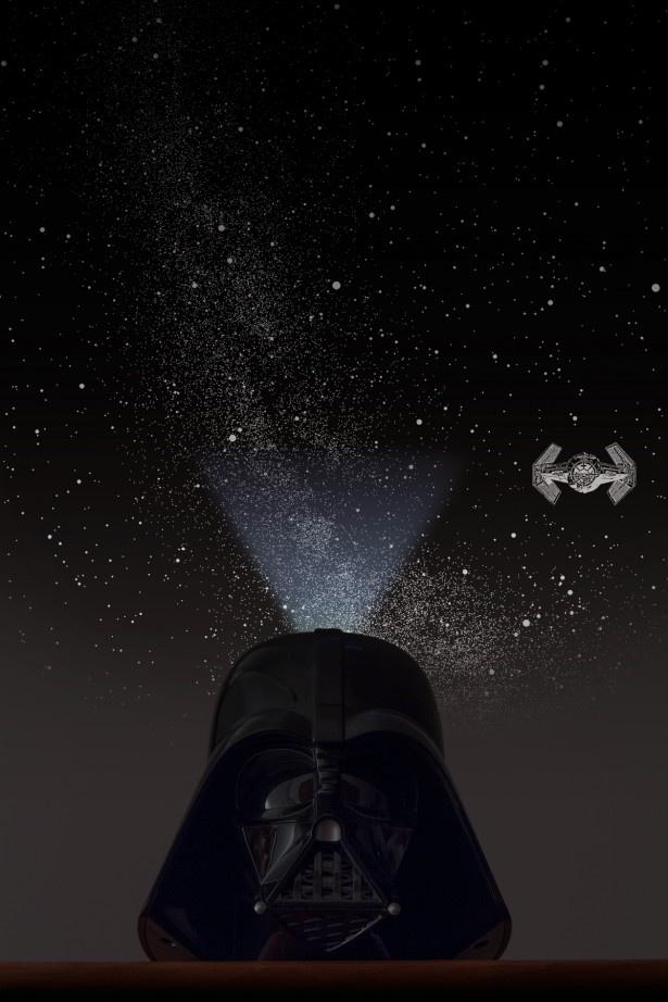 【写真を見る】星空の中にはダース・ベイダー専用のタイ・ファイターも!