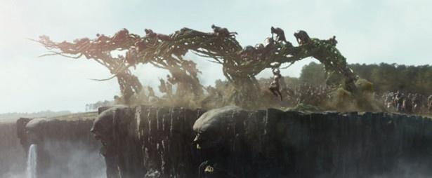 CGで作られた無数の巨人たちの姿が恐ろしい