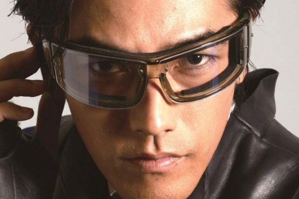 未来世界のジャーナリスト、沢嶋雄一を演じる要潤