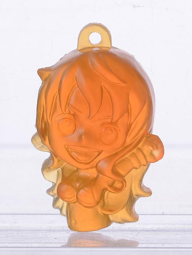 ナミも同様に、髪の毛の色に合わせてオレンジ色で再現