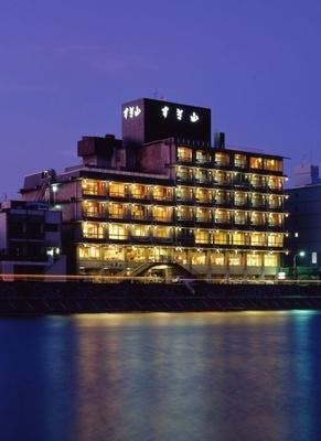 岐阜の老舗旅館「鵜匠の家すぎ山」