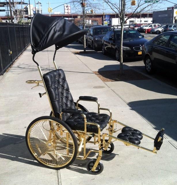 【写真を見る】レディー・ガガが手術後に愛用している24金の車椅子
