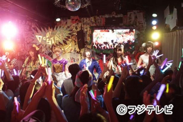 【写真】瑛太がハマッた(?)アイドル「でんぱ.inc」のライブのもよう