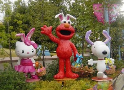 「ユニバーサル・ワンダーランド」は1周年でイースターバージョンに飾られている