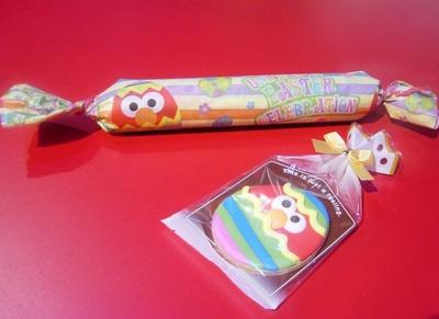 イースター・ラップ・サンド(写真上・タマゴ¥700)、イースタークッキー(手前・エルモ¥400)など春グルメも登場!