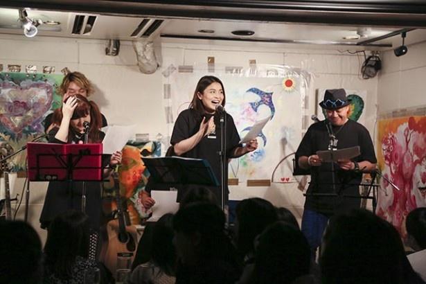 2部制で行われたチャリティーライブ、その第1部は歌と朗読劇という構成