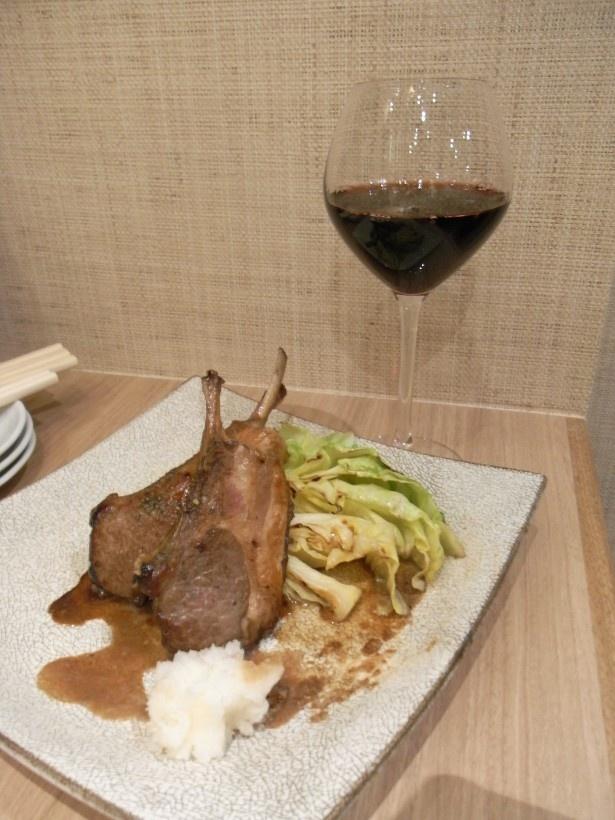 サングレ デ トロ レッド(M・500円)。濃い料理には赤ワインが合うなどソムリエに相談できる
